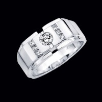 "0.80 Ct. Men""s Solitaire Diamond Ring With Round Brilliant Diamond and Side Princess Cut Diamonds"